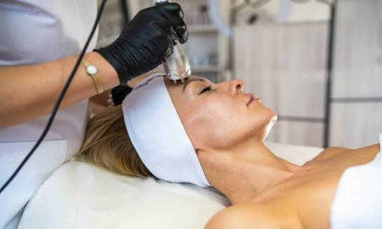 5 trików na trwałe wymodelowanie twarzy
