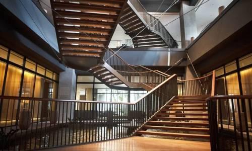 Czym charakteryzują się schody dywanowe?