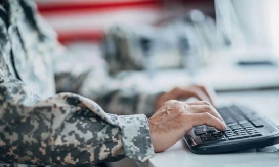 Czym charakteryzują się klawiatury wojskowe?