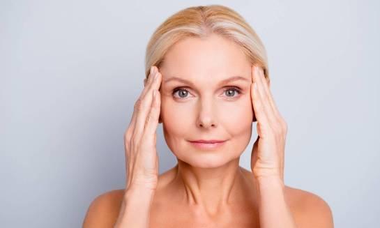 Jak uzyskać efekt odmłodzonej o kilka lat twarzy?