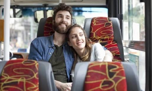 Komfort w podróży busem. Na jakie udogodnienia mogą liczyć pasażerowie?