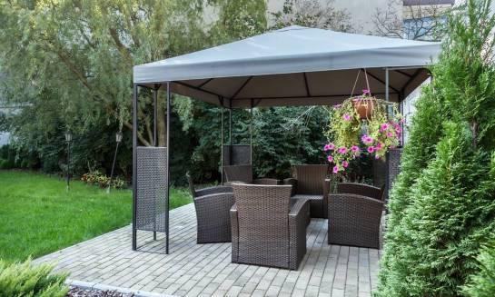 Jakie zastosowania mają zasłony ogrodowe z tkanin wodoodpornych?