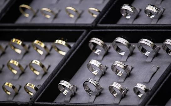 Złoto czy srebro - obrączki z którego kruszcu wybrać?