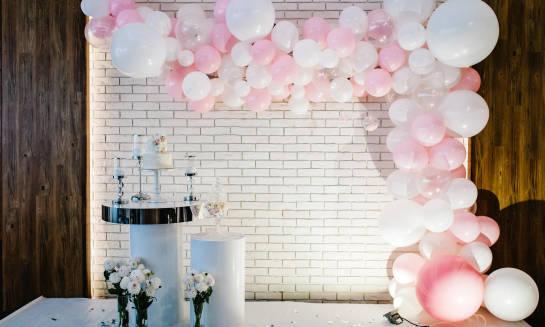Dekoracje organiczne, czyli sztuka łączenia balonów