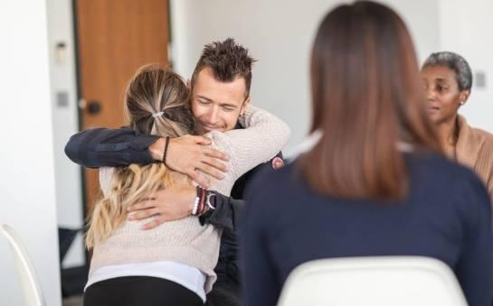 Wsparcie bliskich i jego znaczenie w leczeniu uzależnień