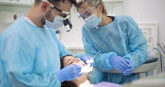 Jakimi schorzeniami zębów zajmuje się endodoncja?