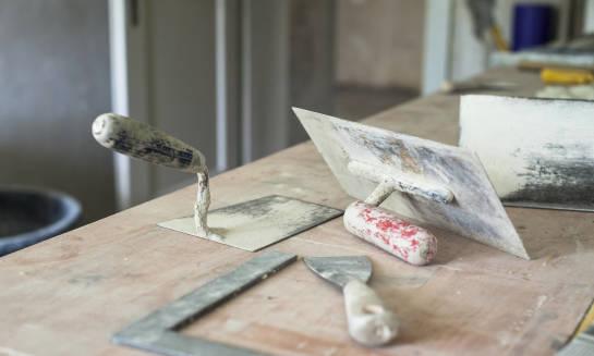 Jakie materiały budowlane wybrać do budowy domu?