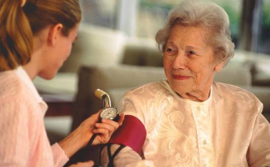 Zakres opieki w domu seniora