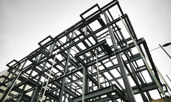 Dlaczego S355J2 to jeden z najczęściej wykorzystywanych gatunków stali?