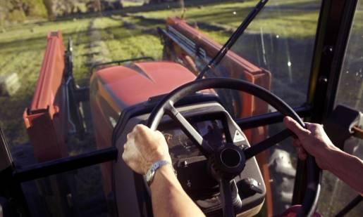 Dlaczego warto wybrać ciągnik rolniczy z kabiną?
