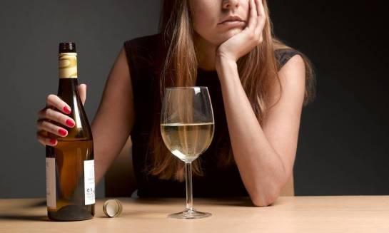 Czy picie w samotności to symptom uzależnienia od alkoholu?