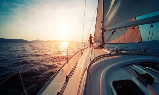 Jak zabezpieczyć powierzchnię jachtu przed promieniami UV?