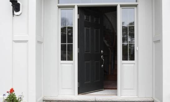 Czym są ciepłe drzwi i jakie parametry powinny spełniać od 2021 roku?
