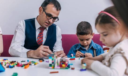 W czym tkwi fenomen klocków LEGO? – Ukochane zabawki dzieci i rodziców