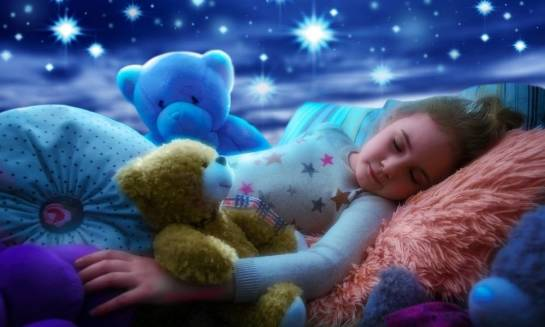 Gwiezdne niebo jako oryginalny sposób na aranżację pokoju dziecięcego