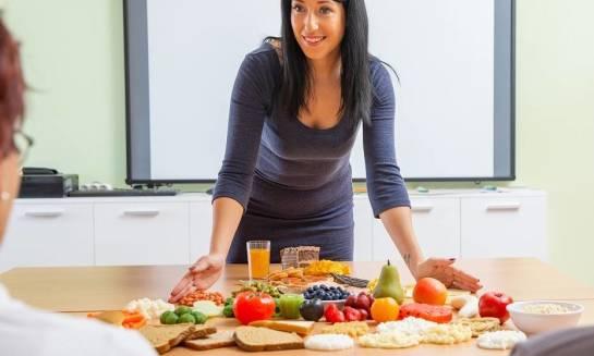 Czym jest piramida żywieniowa i czy warto się nią kierować?