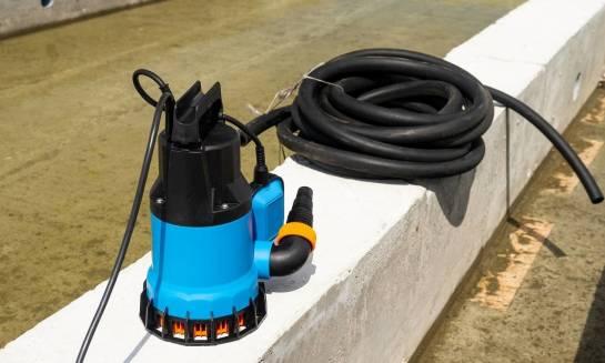 Jak dobrać pompę do wody deszczowej?