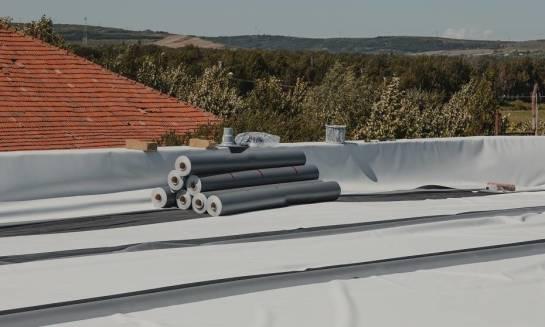 Jak wykonać termoizolację dachu płaskiego?