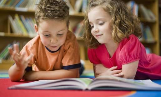 Jak dbać o szkolne podręczniki? Uczymy dzieci szacunku do książek