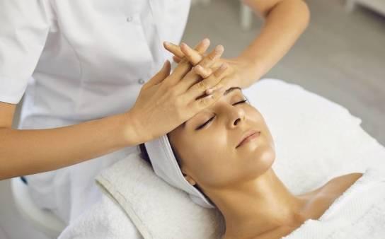 Kosmetyki i preparaty wspomagające masaż twarzy
