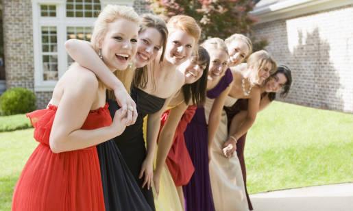 W co się ubrać na wesele? Pomysły na sukienki weselne!