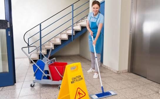 Jak utrzymać porządek na klatce schodowej?