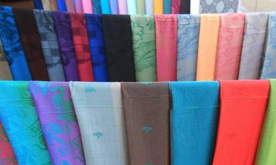 Tkaniny okazjonalne, których nie powinno zabraknąć w dobrze zaopatrzonej hurtowni