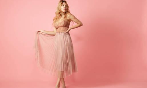 Jak wybrać plisowaną sukienkę? Wskazówki