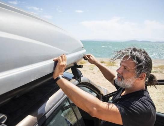 Boxy dachowe na samochód osobowy – przegląd rozwiązań