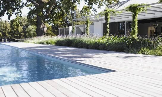 Jakie nawierzchnie sprawdzą się najlepiej dookoła basenu?