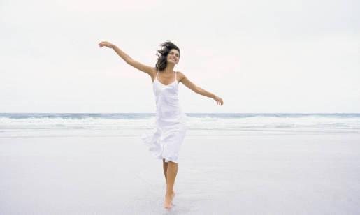 Jak wybrać sukienkę plażową? Stylizacje na lato