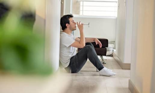 Pierwsze objawy alkoholizmu. Jakich symptomów nie wolno lekceważyć?