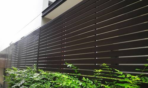 Dlaczego ogrodzenie panelowe świetnie się sprawdza w charakterze ogrodzenia posesyjnego?