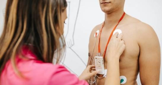 Jak wygląda badanie z użyciem echokardiografu?