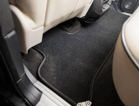 Zalety welurowych dywaników do BMW