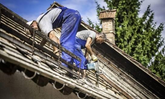 Remont dachu krok po kroku. Jak naprawić pokrycie dachowe?
