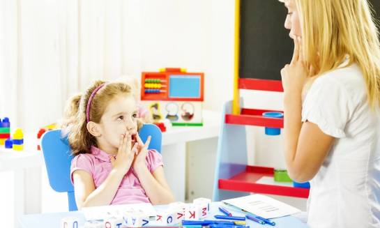 Na czym polega badanie logopedyczne/neurologopedyczne u dziecka i dorosłego?
