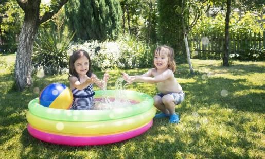 Dmuchany basenik jako element wyposażenia ogrodu