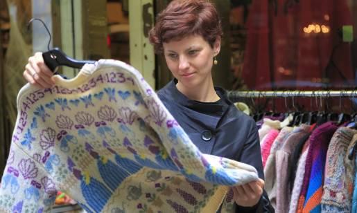Dlaczego sklepy z odzieżą używaną nie ustępują pola popularnym sieciówkom?
