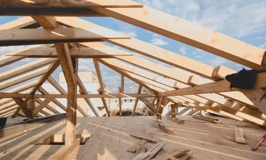 Najważniejsze elementy drewnianej więźby dachowej