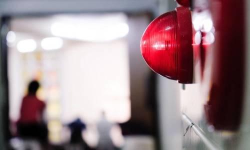 Jak działają systemy detekcji pożaru w firmach i obiektach użytku publicznego?