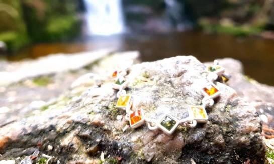 Rodzaje bursztynu. Jakie kolory tych kamieni wyróżniamy?