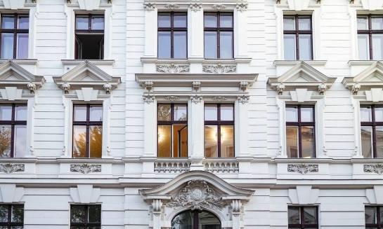 Aranżacja okien – ozdoby okienne sztukaterii elewacyjnej
