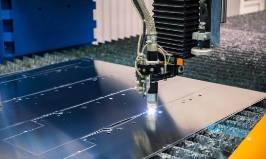 Wypalanie laserem w blachach - sprawdzony sposób na precyzyjną obróbkę i oszczędność materiału