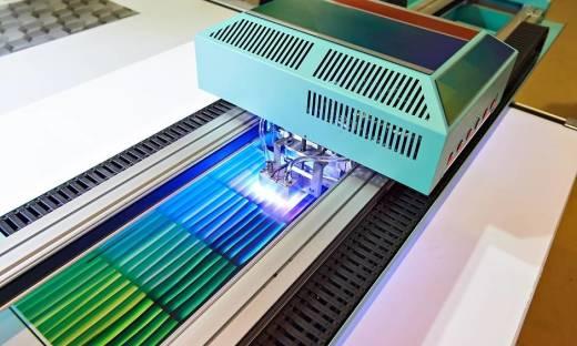 Jaką wytrzymałość zapewnia druk w technologii UV?