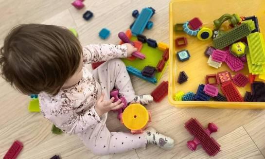 Klocki jeżyki zapewnią godziny świetnej zabawy i stymulacji dla malucha