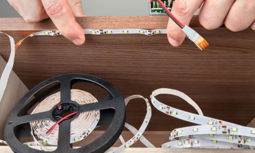 Jak samodzielnie zamocować taśmę LED?