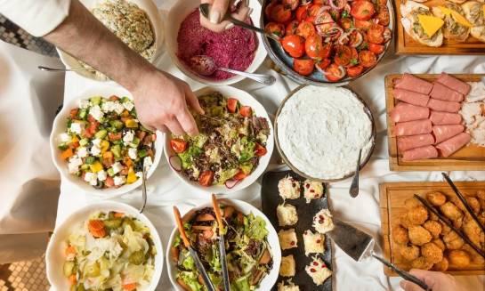 Catering na domówkę - dlaczego to dobry pomysł?
