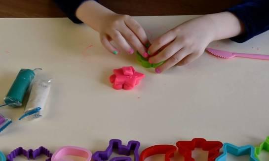 Jak zorganizować sensoryczną zabawę z dzieckiem?