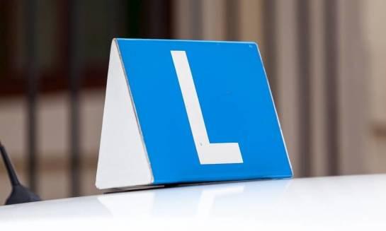 Jakie są kategorie prawa jazdy i do kierowania jakimi pojazdami upoważniają?